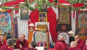 Thangka's hangend in de tibetaans boeddhistische tempel