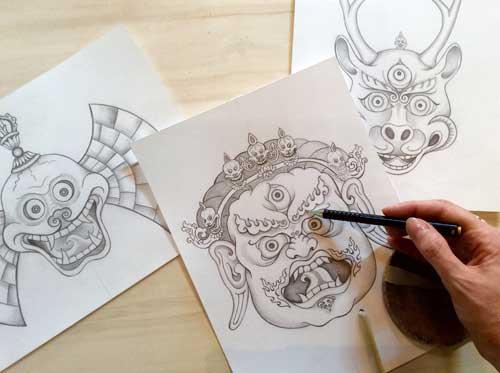 Een aantal schetsen van Tibetaanse maskers (zoals die worden gebruikt bij de typische Cham dans), getekend door Carmen Mensink